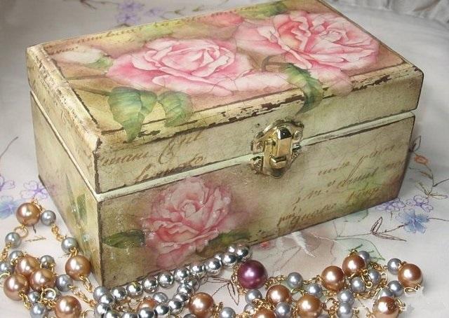 Decoupage casket